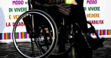 Persone totalmente inabili: insufficiente l'assegno assistenziale di soli 285 euro