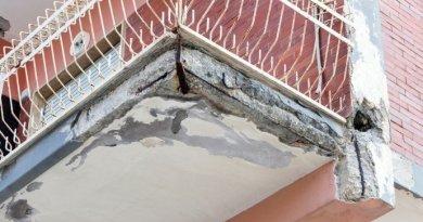 Distacco di intonaco dal balcone: risarcimento danni a carico del proprietario