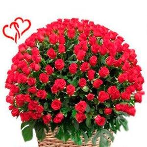 composizione con 200 rose rosse