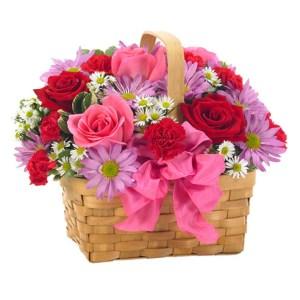 rose rosse rose rosa margherite e fiorellini misti in cestino