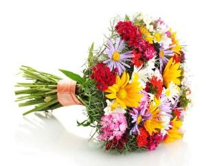 bouquet composto da fiori misti di campo