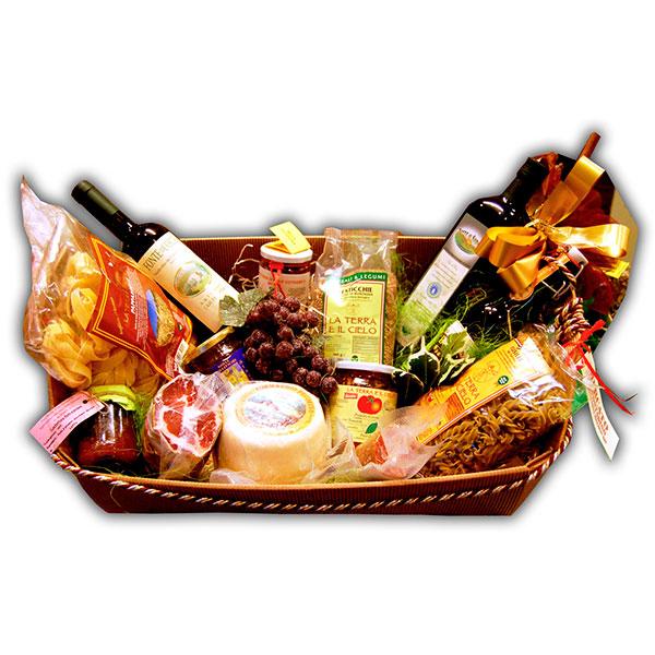 Consegna a domicilio grande cesto regalo con bottiglia di vino caciotta speck tagliatelle fusilli olio extravergine di oliva marmellate e salsa di pomodoro online