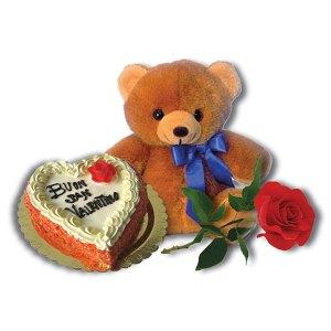 orsacchiotto torta a forma di cuore con la scritta Buon San Valentino e una rosa rossa