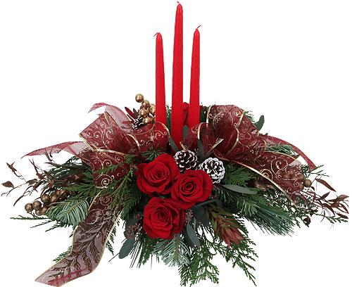centrotavola Natalizio con 3 candele rosse al centro e 3 rose rosse
