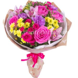 bouquet con rose, margherite e fiorellini misti