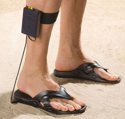 metal-detecting-sandals