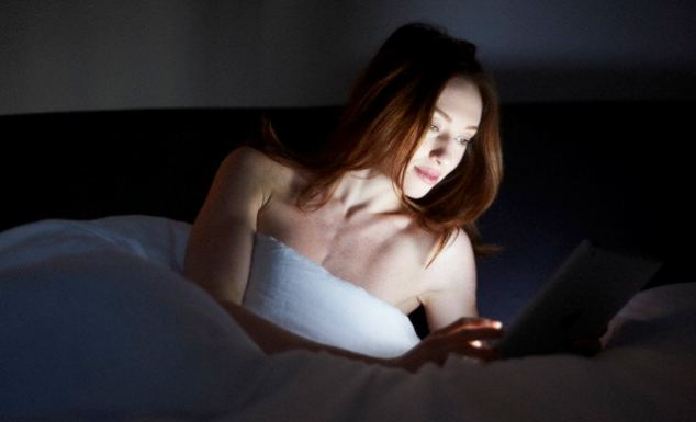 se duerme mejor con un libro que con tablet