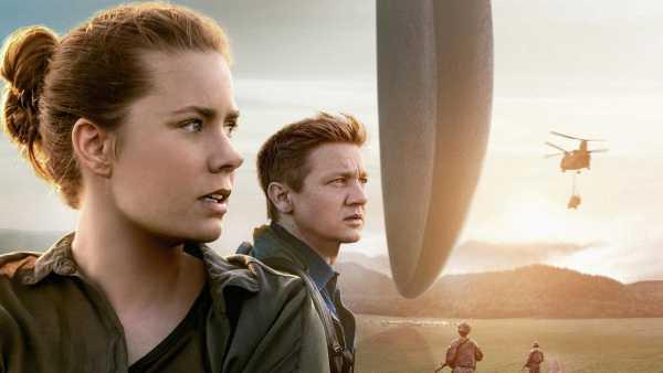 """Stasera in TV: Fantascienza su Rai Movie (canale 24) con """"Arrival"""" - Diretto da Denis Villeneuve con Amy Adams e Jeremy Renner"""