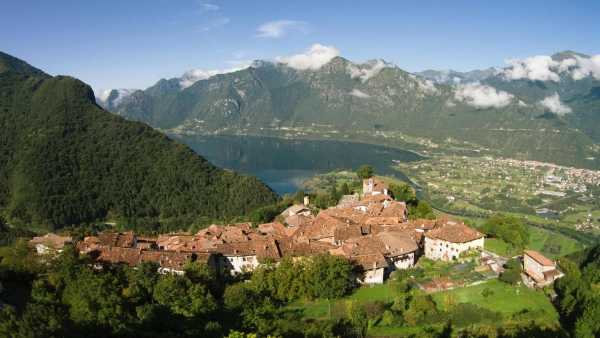 """Oggi in Radio: Le Casellanti vanno a Bondone, in Trentino - Su Isoradio Sabina Stilo visita il """"borgo dei carbonai"""""""
