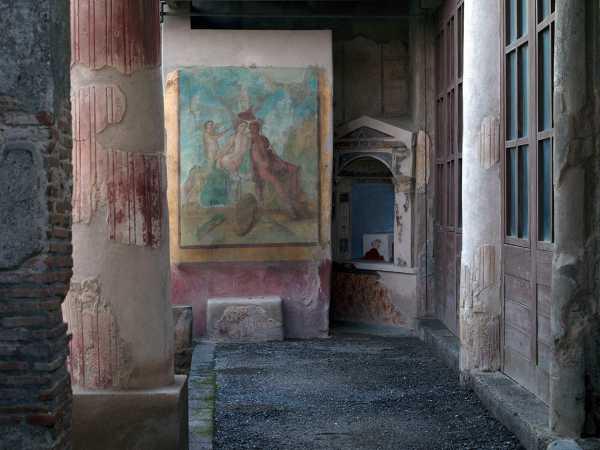 Interno Pompeiano e Archivio dello Spazio - L'anima di Pompei nel progetto artistico fotografico di Luigi Spina