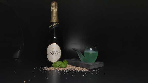 il drink d'autore allo champagne 'POPEYE ZENEIZE, di Roberto Maone, Store Manager del Don'Cola di Genova