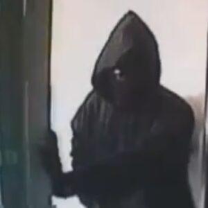 Assaltano banca nel Casertano uno dei rapinatori