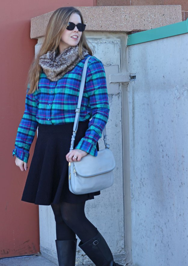 plaid-shirt-black-skirt-fur-scarf-3