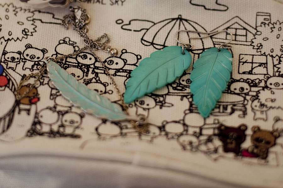 Forever 21 turquoise leaf necklace and earrings.