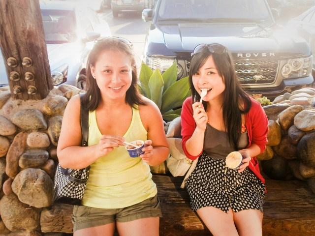 Ela and Ssen eating Grom gelato at Malibu.