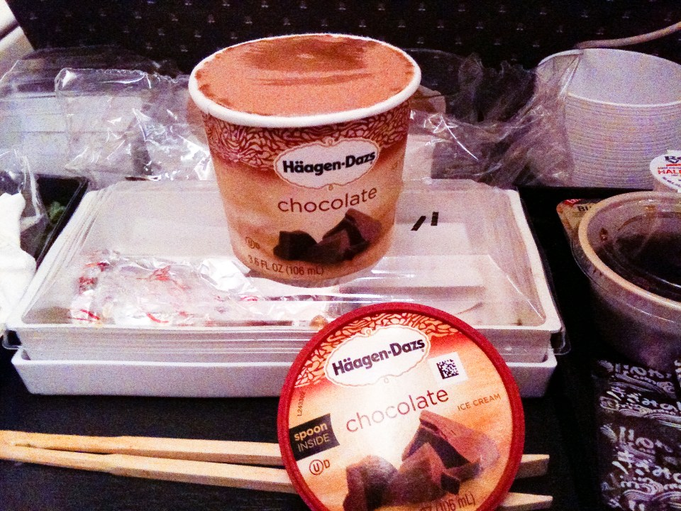 Haagen Daz chocolate ice cream for dessert at the Singapore Airline plane from USA to Singapore.