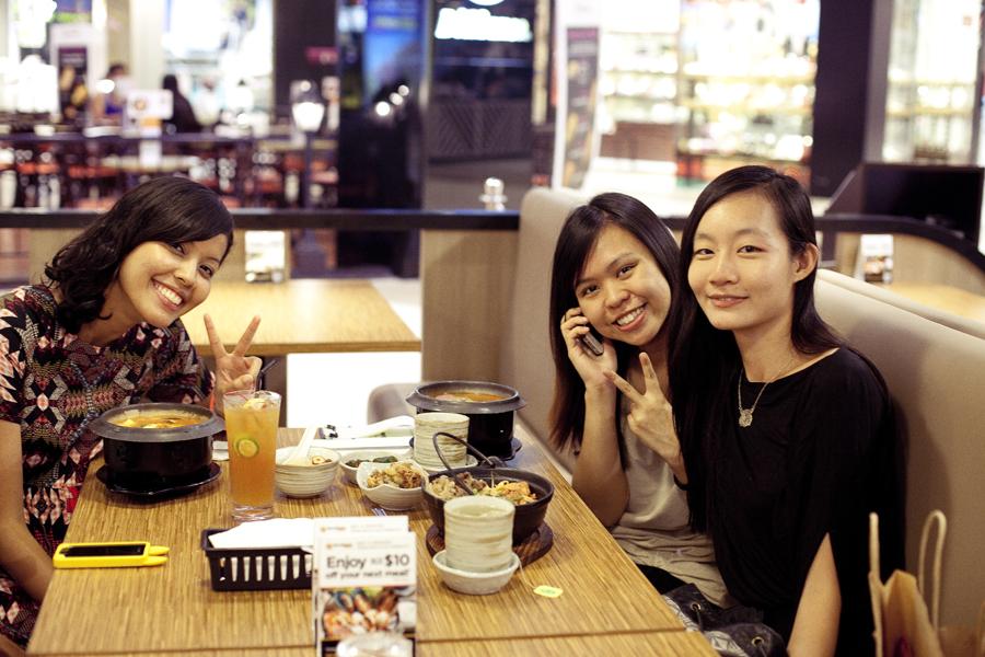 Shasha, Ruru, and Ren at Seoul Garden.
