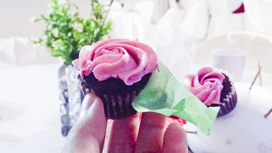 Mini rose cupcake by The Cake Anthem at Azi & Darwis' wedding.