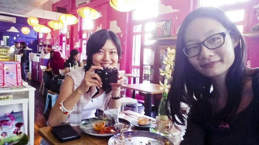 Selfie with Alala at La Marelle Café & Boutique, Singapore.