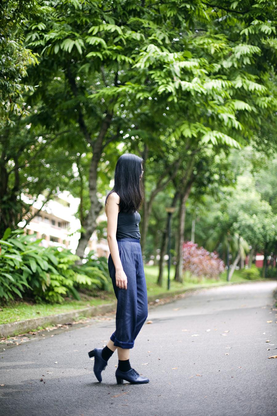 Outfit of the day (#ootd): Uniqlo black bratop, vintage navy pants, Taobao black socks, Taobao navy oxford heels, Gap black rim glasses, black square pendant necklace from Bangkok.