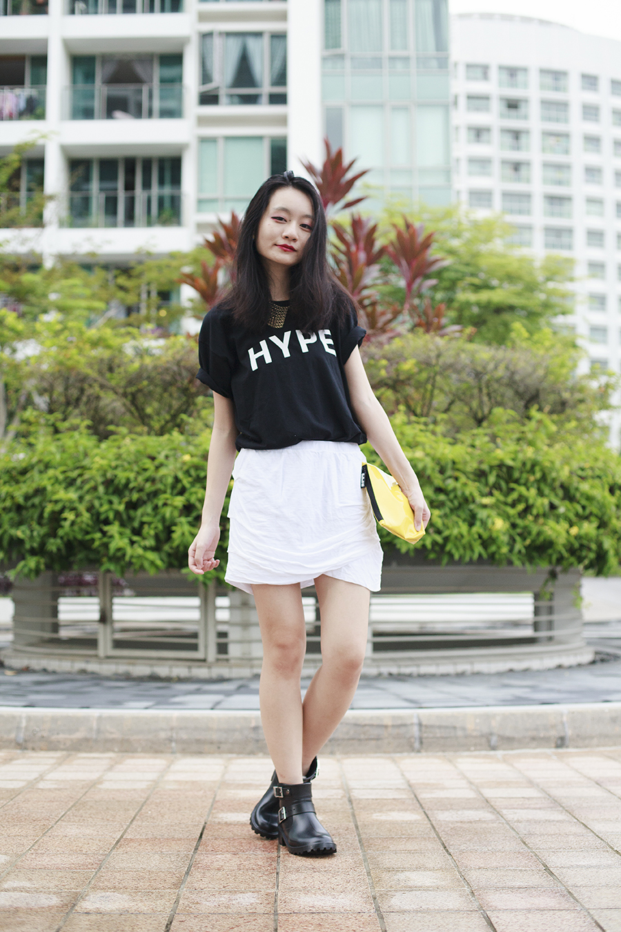 Black & White OOTD details: Black Lookbook.nu Hype tee, white Monrow Basic Shirred Skirt via Shopbop, gold Forever 21 chain collar necklace, black Dav Liverpool Rain Booties via Shopbop, yellow cosmetic pouch from clozette.