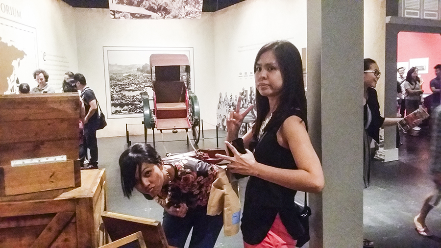 Shasha & Ruru at the Singapura: 700 Years exhibition at the National Museum of Singapore.