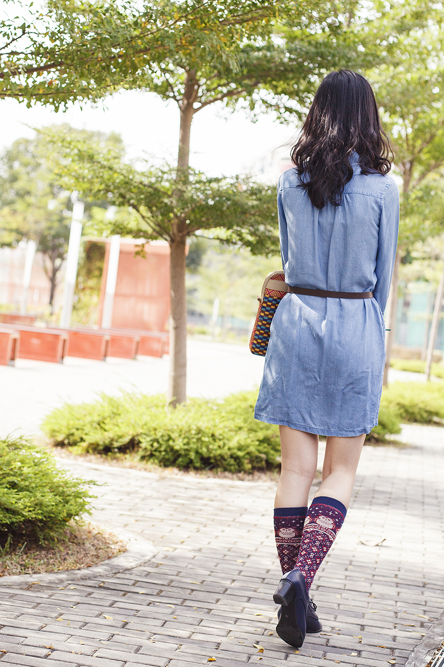 Uniqlo long-sleeved denim dress,  Gap black frame glasses, Fossil laptop sleeve, Tutu Anna knee high owl socks, navy oxford heels from Taobao, turquoise leaf earrings from Forever 21.