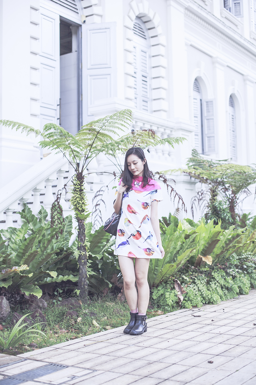 YRBFashion Asos pink birds dress, T-shirt & Jeans backpack, Dav black rubber rain boots, La Marelle pink bow necklace.