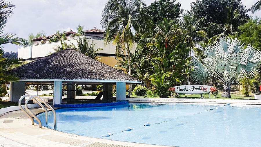 Sunken Pool Bar at Harris Waterfront Resort, Batam, Indonesia.