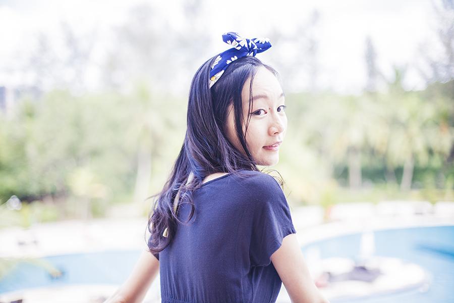 Resort Island Outfit: Forever 21 navy blue maxi dress, Osewaya daisy bunny-ear headband via JRunway.