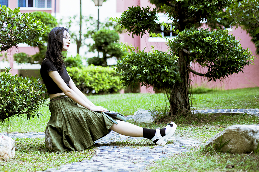 Green outfit: DressLink black crop top, Bugis Village green pleated skirt, Taobao black crew socks, Taobao white platform sandals, Osewaya mermaid ear studs, Nica green clutch.