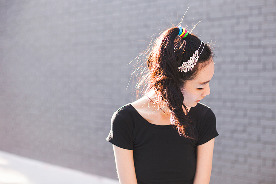 Irresistible Me Isis Headband outfit: DressLink black crop top, multicolor hair ties from Luxola.