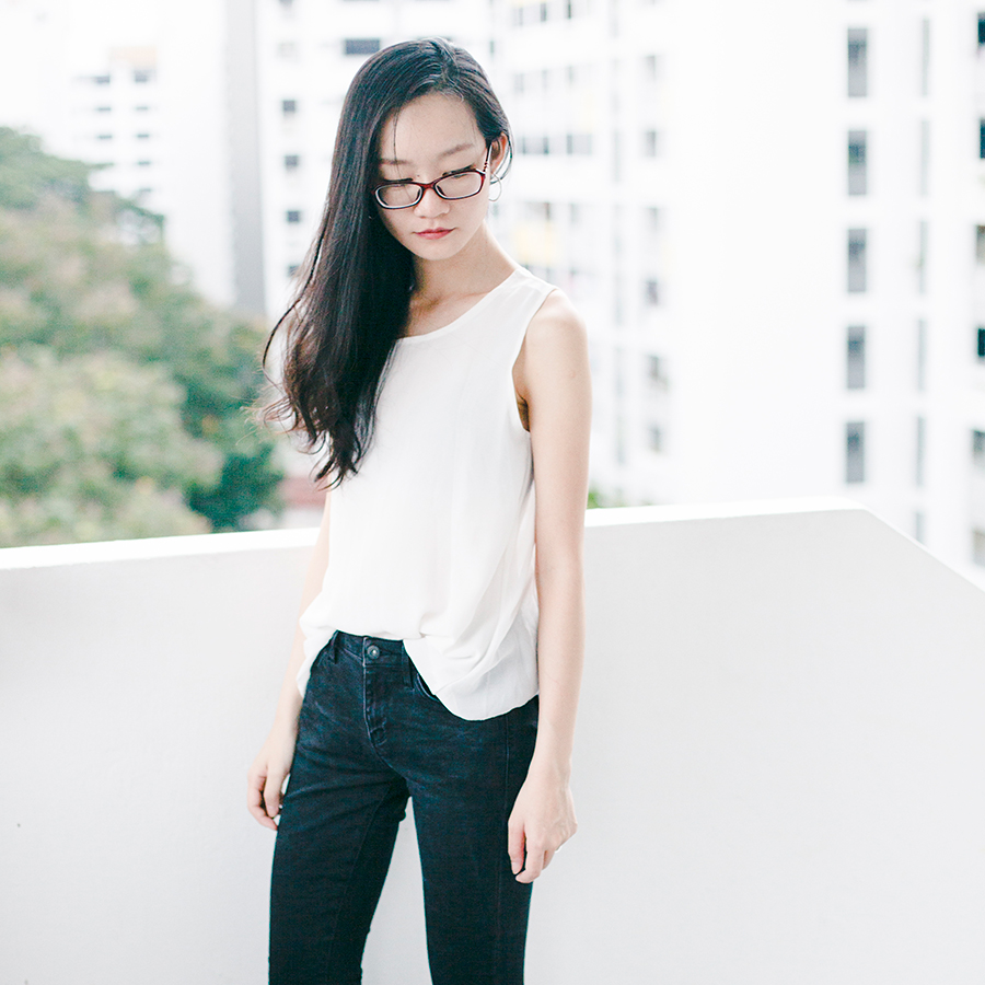 Monochrome outfit: Firmoo.com red prescription glasses, Dresslink backless white chiffon top, Uniqlo black ultra stretch jeans.