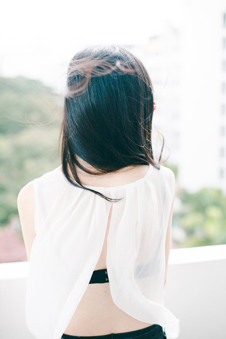 Monochrome outfit: Dresslink backless white chiffon top, Uniqlo black bra.