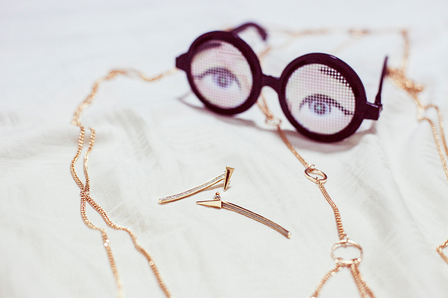 Topshop gold accessories earrings and bodychain, Gag glasses from Daiso.
