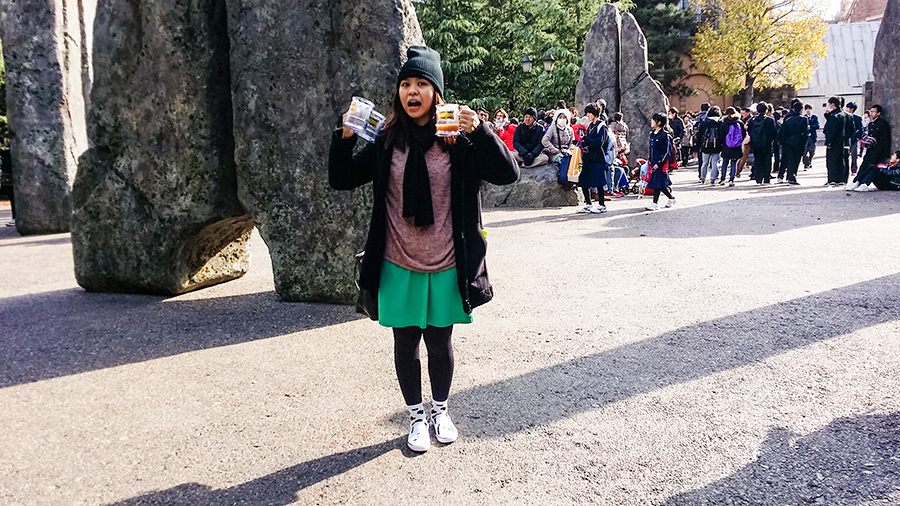 Ruru with our Butterbeer and her new Snoopy shoes at Universal Studios Japan, Osaka.