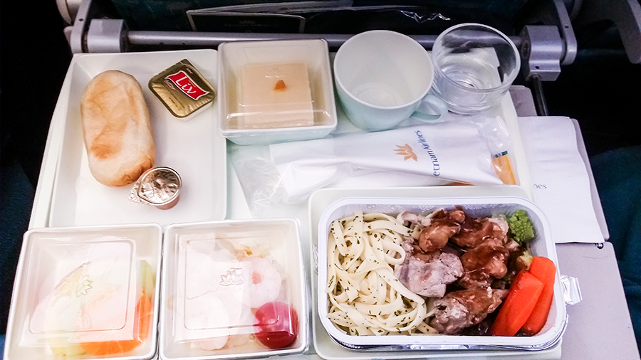 Vietname Airlines plane food from Tokyo to Singapore.