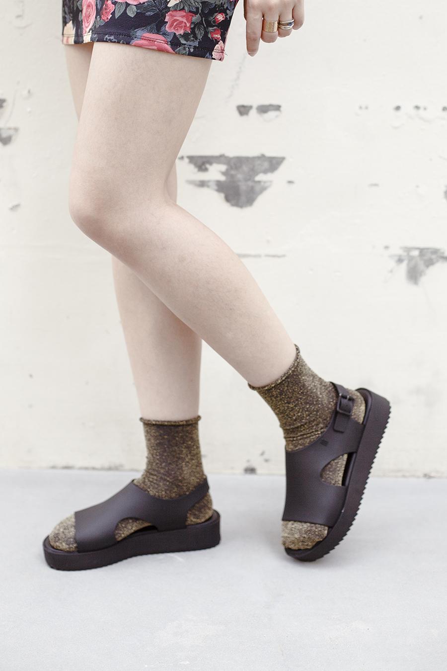 Topshop gold glitter socks, Melissa Hotness Platform Sandals, Forever 21 gold rings, Forever 21 floral skirt