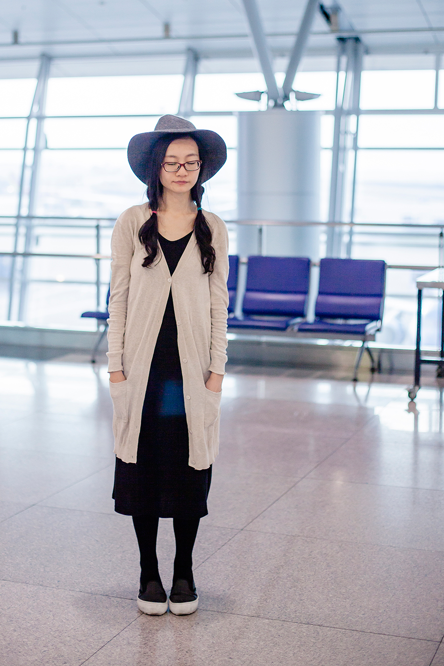 Airport outfit: Zara long cardigan, GU wool hat, Spurr shoes.