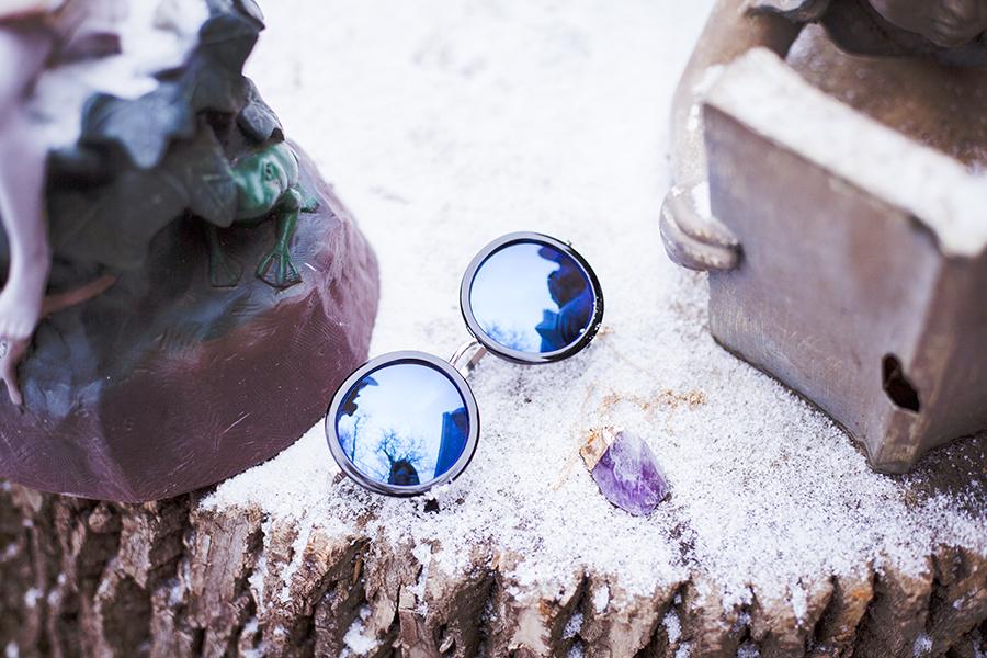 CNDirect blue sunglasses, DealSale purple stone on gold chain necklace.