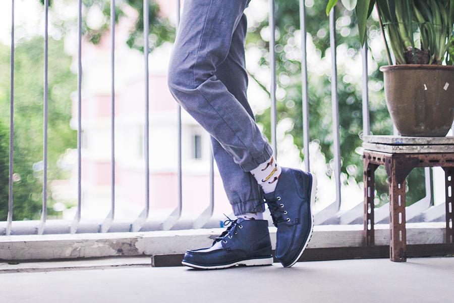 Uniqlo grey jogger pants, Taobao hotdog socks, Timberland blue chukka boots