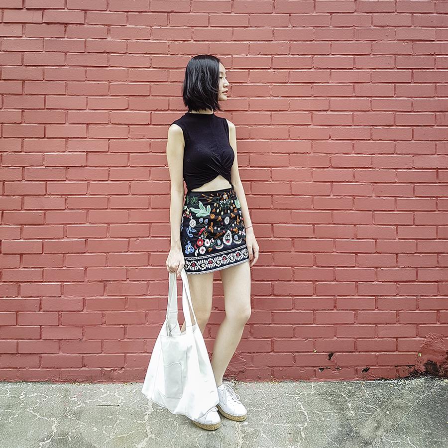 Flower Farm Shopping outfit: Topshop black twist crop top, Shein embroidered skirt, Mango white shopper bag, Kurt Geiger Lovebug sneakers.