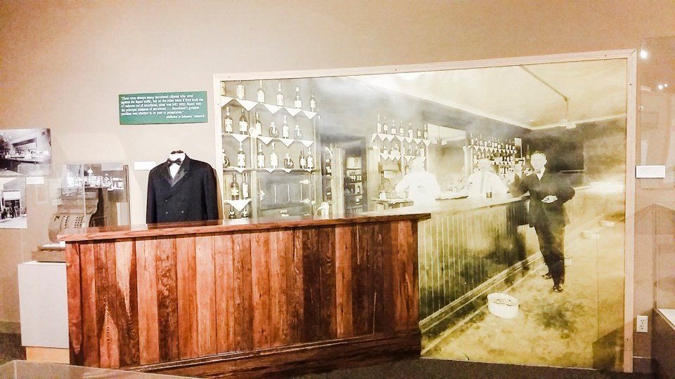 Displays of the Prohibition in the US.