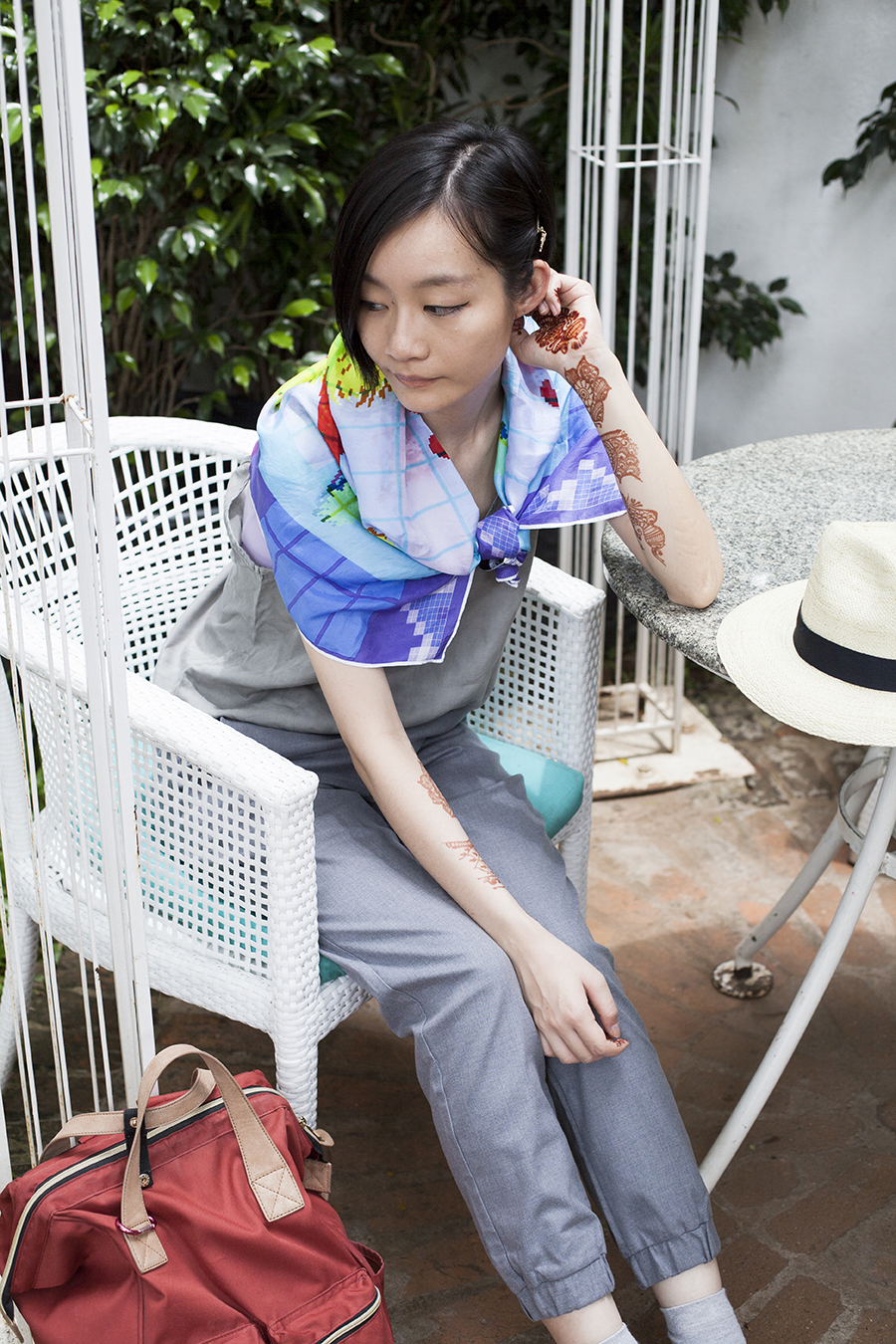 Shopping in India outfit: Cotton On top, Uniqlo UV straw hat, RV Designs silk duck hunt scarf, Uniqlo grey jogger pants, Taobao grey socks.