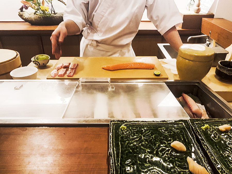 Chef Kyohei preparing salmon sushi in Makoto Sushi.