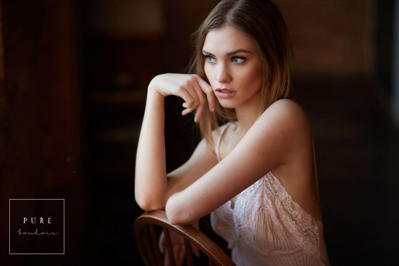 classy boudoir photo session