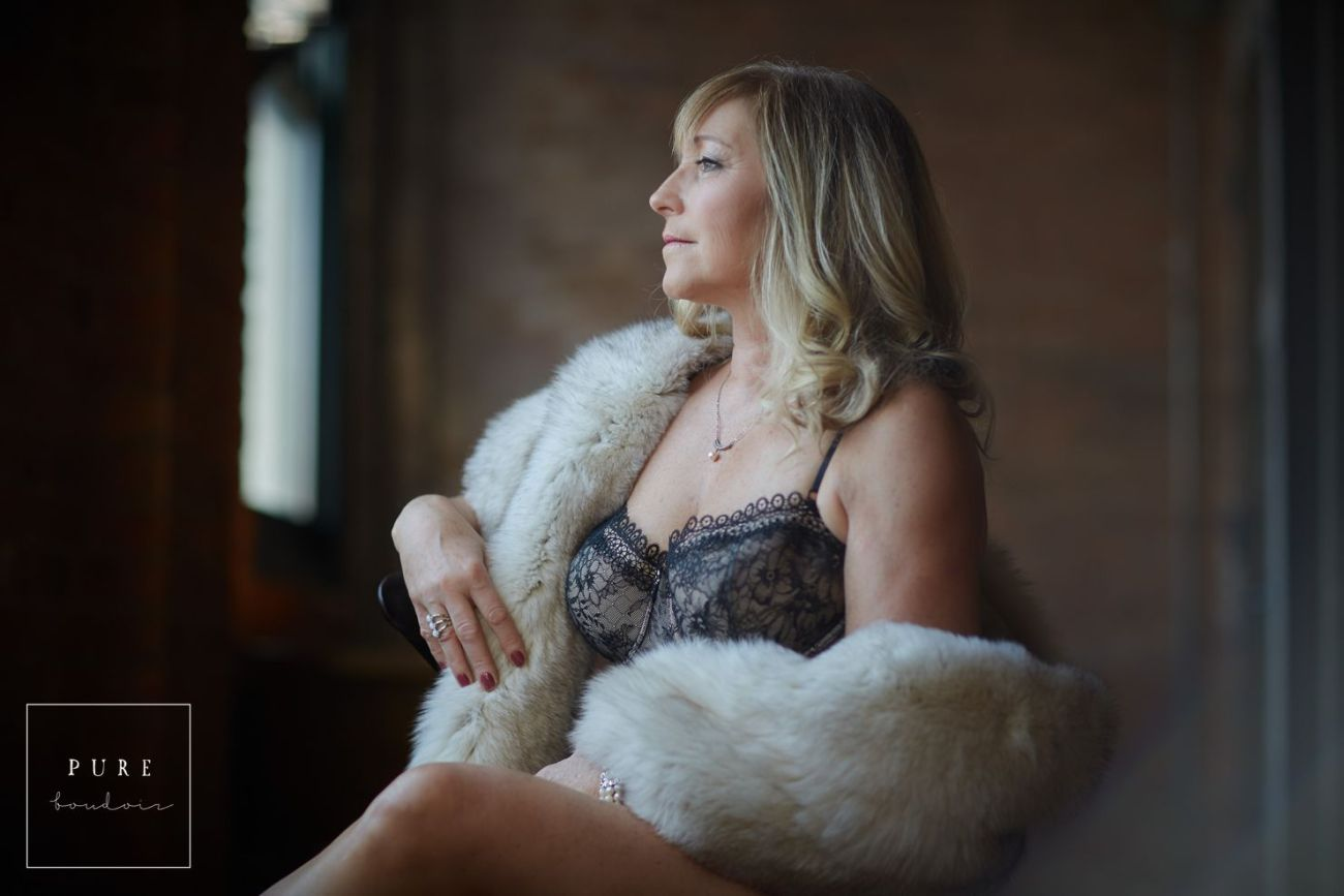 middle age lady and classy boudoir session
