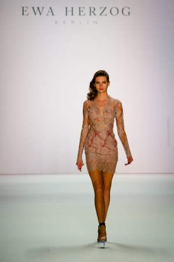 "EWA HERZOG BERLIN ""A touch of nothing""- Fashionshow während der Mercedes Benz Fashionweek 2015 - Spring/Summer 2016 Kollektion - Catwalk - Fashionblog Berlin - Modebloggerin - Mediariser"