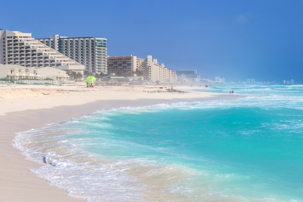 Beautiful beach on the Caribbean coast. Zona Hoteliera, Cancun, Mexico