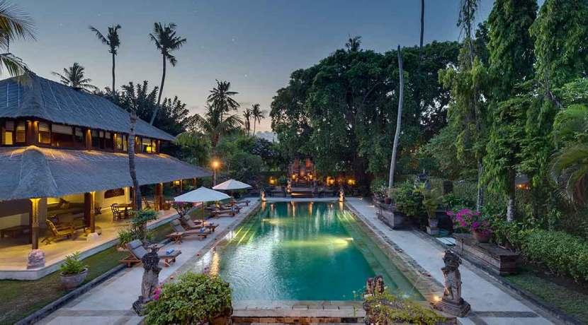3.-Villa-Batujimbar---Pool-at-dusk